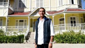 Se terminó el misterio: revelaron quién es el autor de la enigmática escultura de Playa Chica
